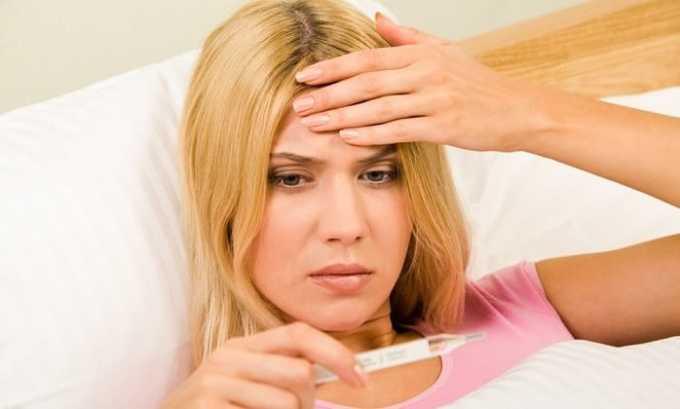 У человека наблюдается повышение температуры тела, что связано с ускорением обмена веществ