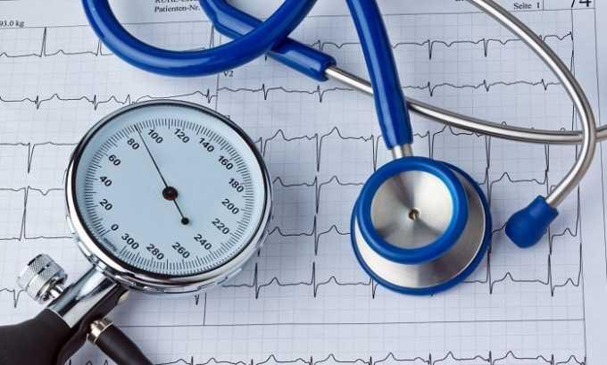Прием глюкокортикостероида провоцирует повышение артериального давления, увеличивает риск развития сердечной недостаточности