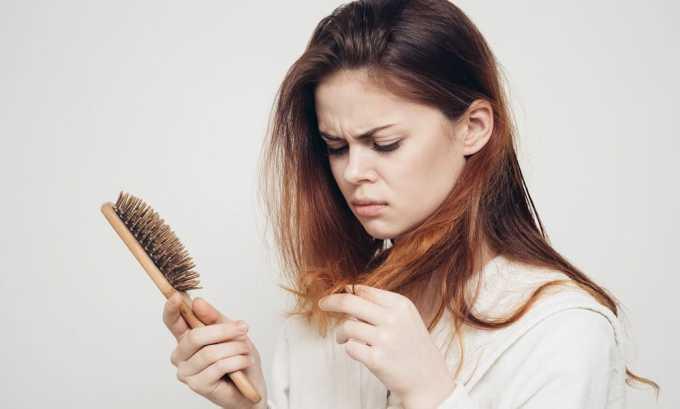 Сильное выпадение волос связано с проблемами щитовидной железы