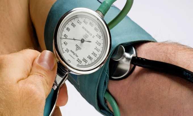 Лекарственный препарат применяют при повышенном кровяном давлении