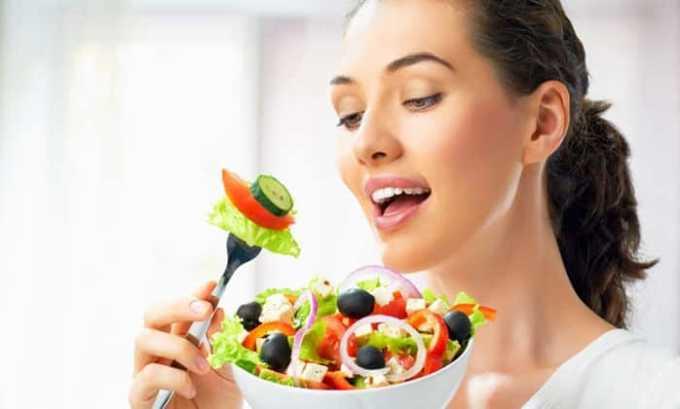НПВС необходимо принимать только после еды, в ином случае можно спровоцировать возникновение язвенных поражений ЖКТ и кровотечения