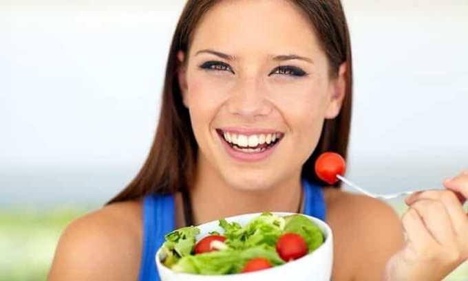 Чтобы восстановить нормальную работу щитовидной железы нужно кушать 3-4 раза в день. Включать в рацион следует овощи и фрукты