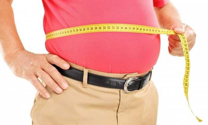 Больной постепенно набирает лишний вес, что не связано с особенностями рациона