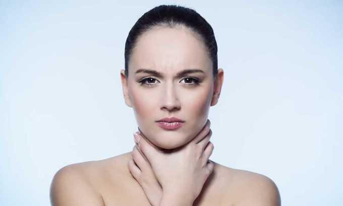 Одним из симптомов наличия тиреотоксического зоба является проблема с глотанием и дыханием