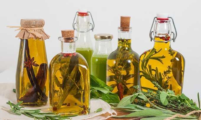 Для лечения рекомендуется смазывать шею по вечерам масляной вытяжкой из целебных трав