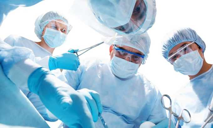 На поздних стадиях рак щитовидной железы лечится только при помощи операции