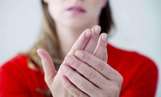 При наличии заболеваний щитовидной железы может появиться тремор (дрожание) рук