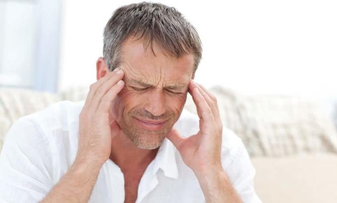 Головная боль один из симптомов при значительном росте щитовидной железы