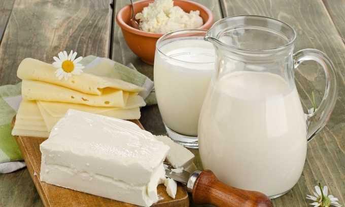 При тиреотоксикозе в рацион нужно вводить молочные продукты, которые богаты кальцием
