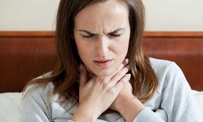 При наличии единичных или множественных включений в щитовидной железе у человека появляется чувство комка в горле