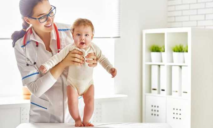 Если ребенок нуждается в лечении в клинике, то на помощь врачу приходит медсестра