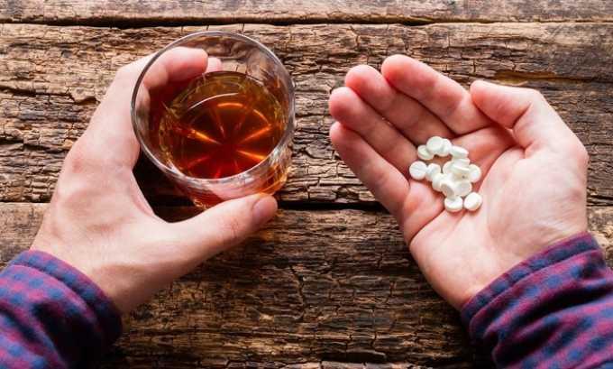Алкоголь во время терапии категорически под запретом, поскольку их совместное применение может спровоцировать синдромы Лайелла или Стивенса-Джонсона