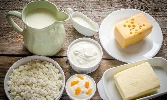 Разрешено вводить в рацион нежирные молочные и кисломолочные продукты, сыры