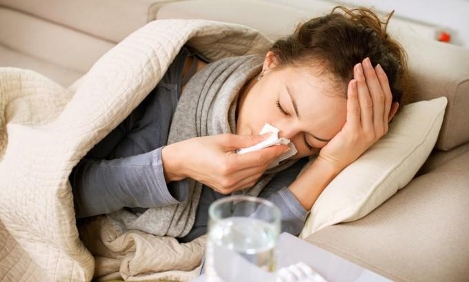ОРВИ способна вызвать сильное жжение и дискомфорт в области щитовидной железы