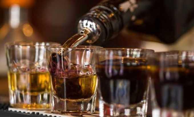 При совместном применении препарата и алкогольных напитков увеличивается риск развития гипергликемии