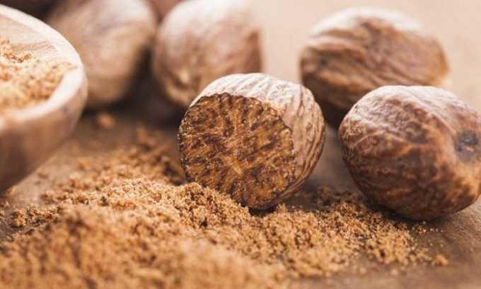 Добавляют в готовые блюда мускатный орех: в его составе много магния, фосфора, кальция