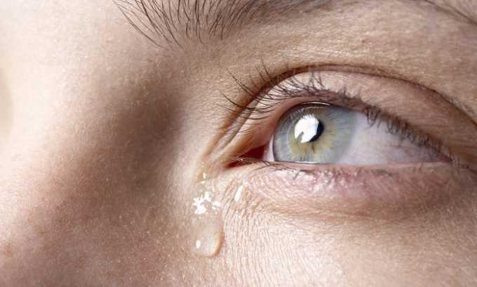 В некоторых случаях от применения препарата начинается повышенная слезоточивость