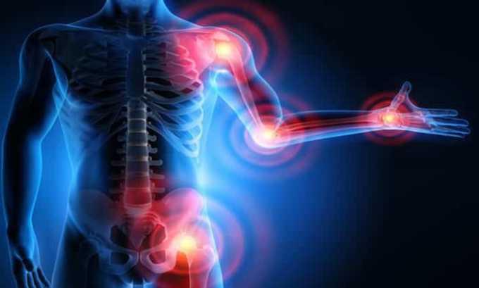 В редких случаях на фоне введения гормонов усиливаются боли в суставах