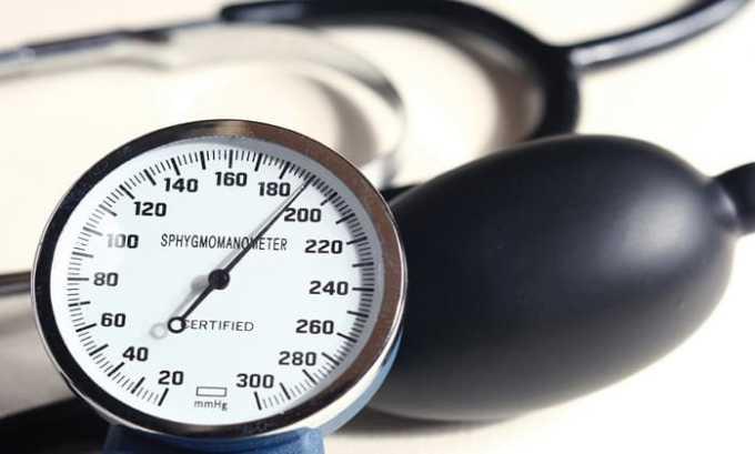 При длительном нанесении спрея на большую область кожи повышается вероятность появления повышенного артериального давления
