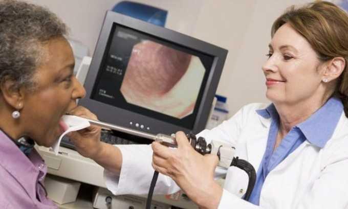 Если расположение узла влияет на работу голосовых связок и гортани назначают ларингоскопию
