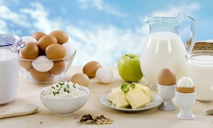 В рационе обязательно должны присутствовать молочные продукты, яйца, творог и сыр
