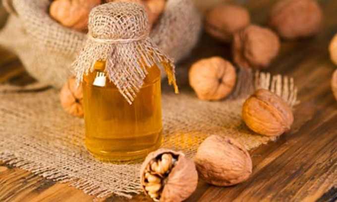 Каждое утро рекомендовано съедать от 3 до 4 грецких орехов и принимать одну чайную ложку меда