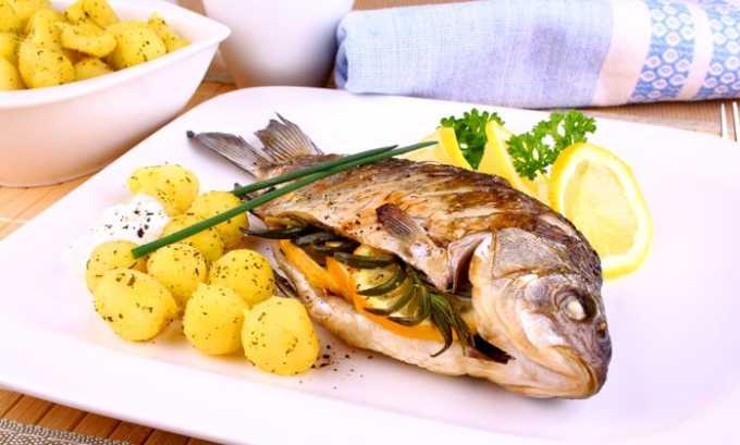 К пищевым продуктам, содержащим омега-3 и другие кислоты, относится рыба