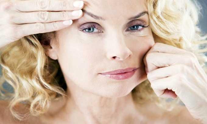 Токоферола ацетат сохраняет эластичность и молодость кожи