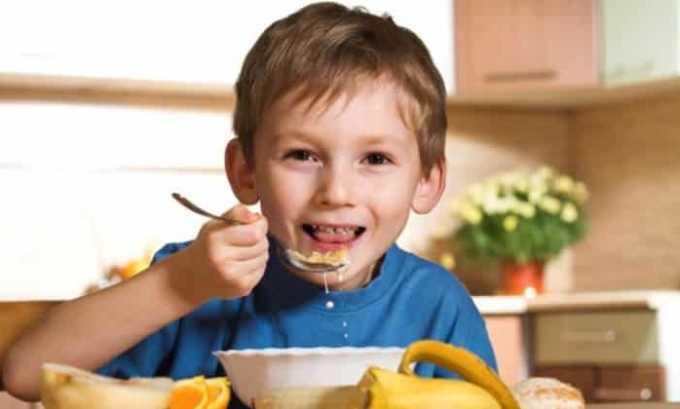 Обязательна коррекция рациона питания. В первую очередь это продукты, которые богаты йодом (морская капуста, красная икра, йодированная соль), овощи, фрукты, каши (поскольку они богаты витаминами и микроэлементами для хорошего иммунитета)