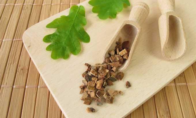 Кора дуба обладает дубильным веществом, которое является хорошим обезболивающим при лечении узлов щитовидной железы