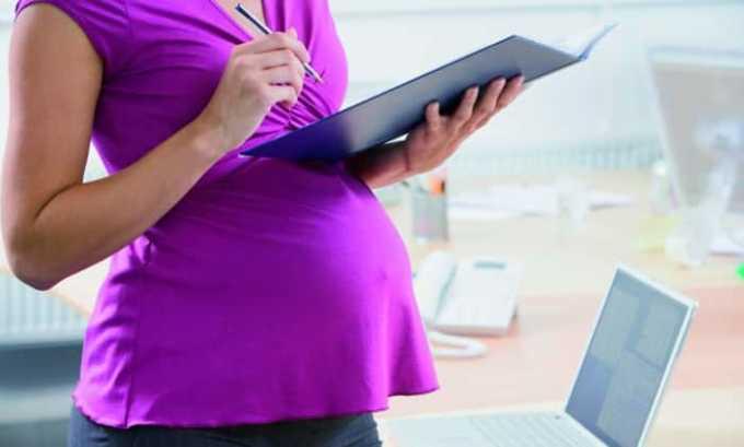 При назначении препарата женщинам в период беременности следует проявлять осторожность