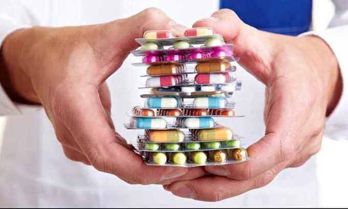 Прием таких препаратов, как Мерказолил, Пропилтиоурацил, Метизол, Тирозол и Тиамазол, значительно снижает выработку гормонов и возвращает щитовидку в нормальное состояние