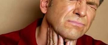 При каких болезнях и почему душит щитовидная железа