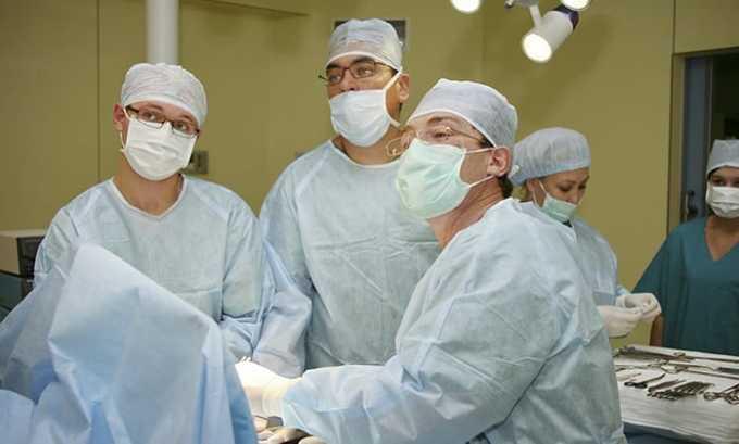 Хирургический метод лечения — предусматривает возможность уменьшить выделение гормонов Т3 и Т4 железой