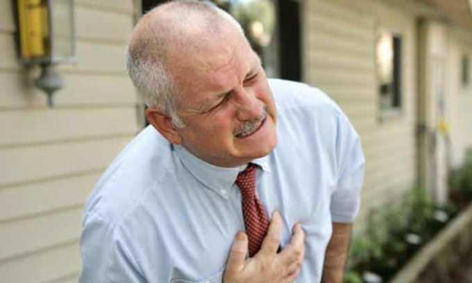 Со стороны сердечно-сосудистой системы возникает боль в груди
