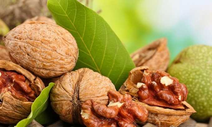 В грецких орехах имеется большое количество йода — самого важного компонента для нормальной работы щитовидки