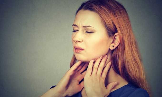 Когда щитовидная железа в нормальном состоянии, она незаметна и не доставляет женщине дискомфорта