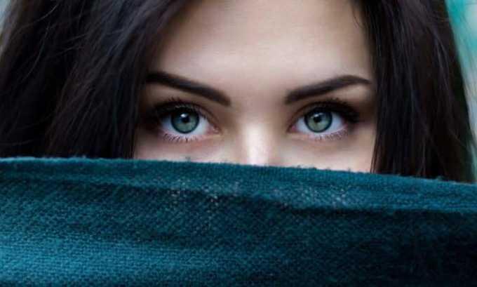 Препарат применяется при аллергических и воспалительных процессах, которые спровоцированы глазными болезнями