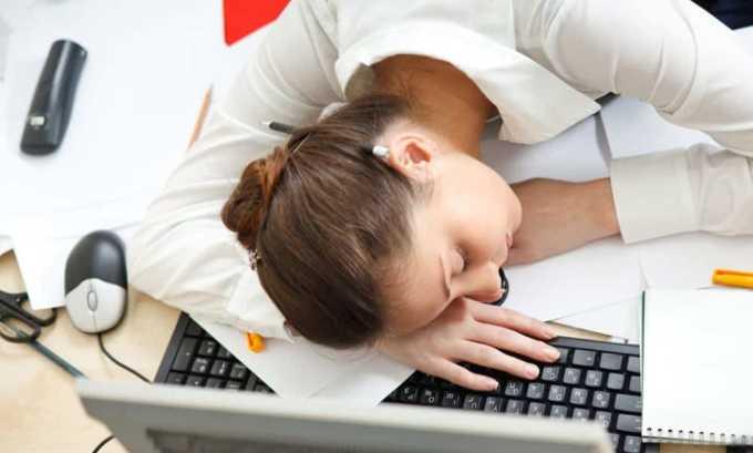 Обследовать щитовидную железу стоит, если человек испытывает постоянную сонливость