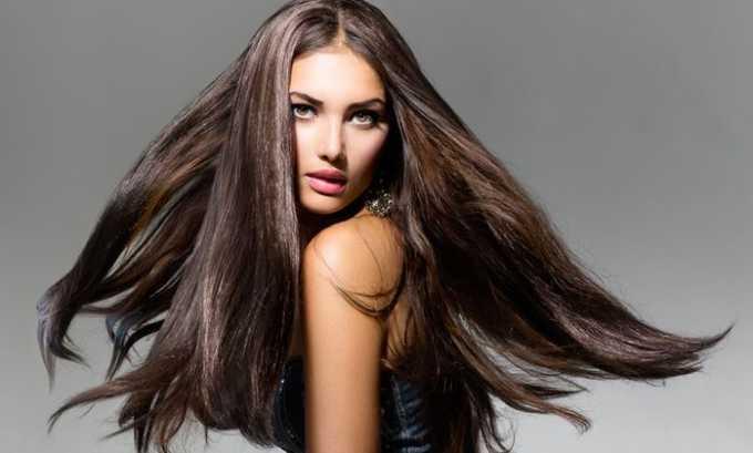 Благодаря витамину е волосы выглядят здоровыми и живыми