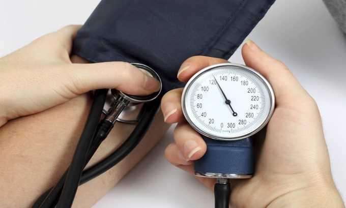При передозировке таблетками возникает снижение/повышение артериального давления