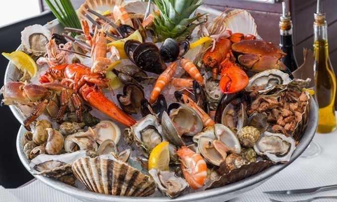 В меню рекомендуется вводить морепродукты, содержащие рыбий жир