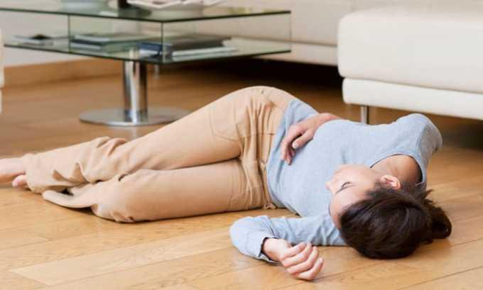 Симптомами передозировки являются потеря сознания и судороги