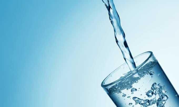 Воду лучше пить негазированную и уменьшить ее количество до 0,7 л в сутки