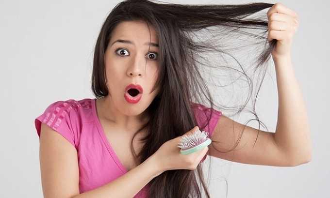 Выпадение волос может сигнализировать о том, что развивается гипотиреоз