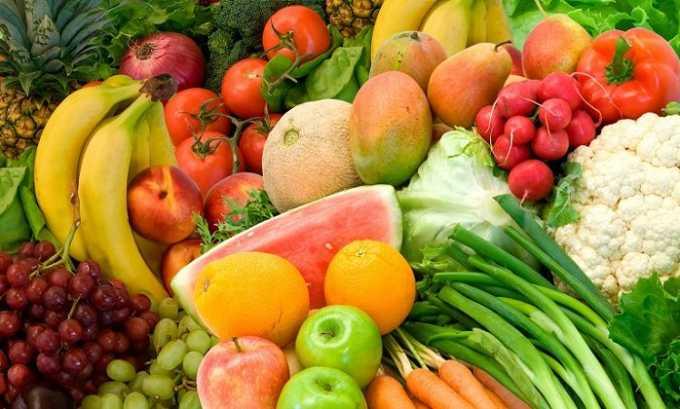 При гипотиреозе нужно употреблять как можно больше свежих овощей, фруктов, ягод