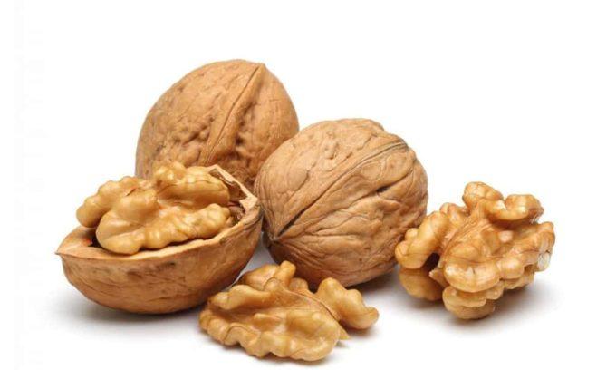 Для поддержания щитовидной железы смешивают в равных пропорциях измельченные орехи, гречку и гречишный ме