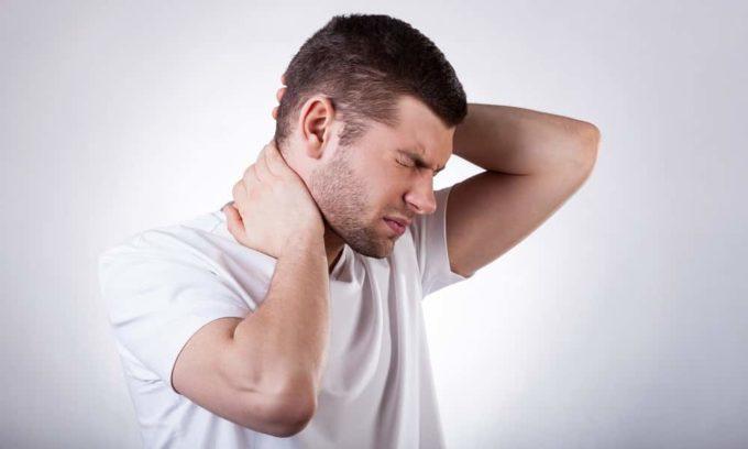 При заболеваниях щитовидной железы могут мучить мышечные и суставные боли