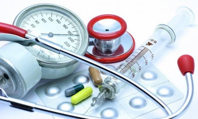 Вторая группа обычно выдается больным, имеющим тяжелую форму, когда наблюдаются устойчивые нарушения работы всех органов, связанных с осложнениями после неграмотного лечения или хирургического вмешательства в органы щитовидной железы