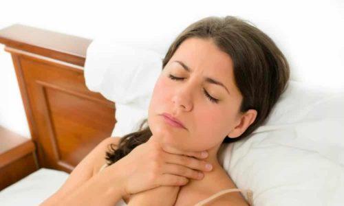 Першение в горле может быть симптомом кисты перешейка щитовидной железы